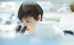 woman-using-microscope